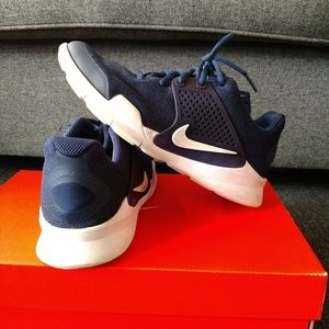 Nike Sneakers - Youth 5.5